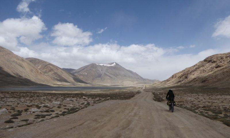 Gaining Khargush pass at 4200m